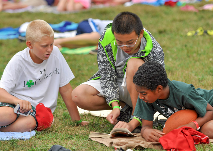 campers-reading