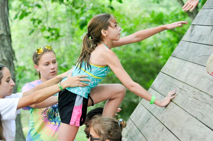 girl-wall-climb