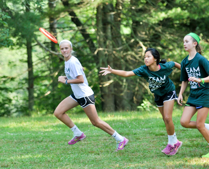 girls-ultimate-frisbee